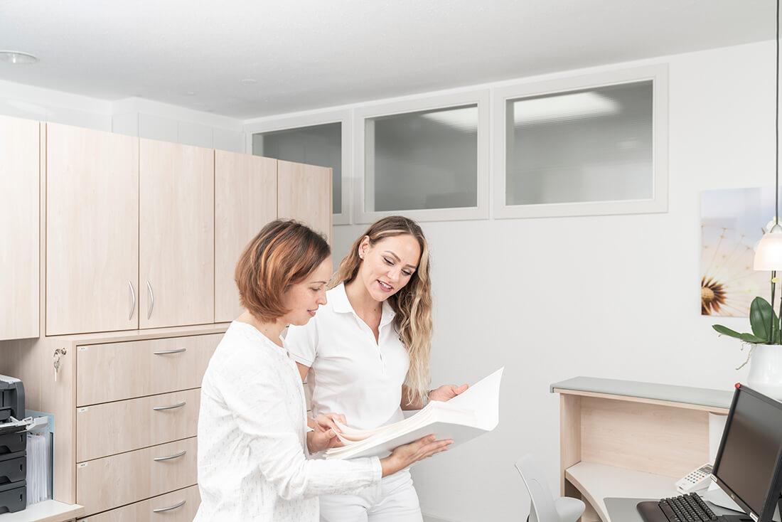 Hausarzt Sillenbuch - Ellinger - am Empfang der Praxis